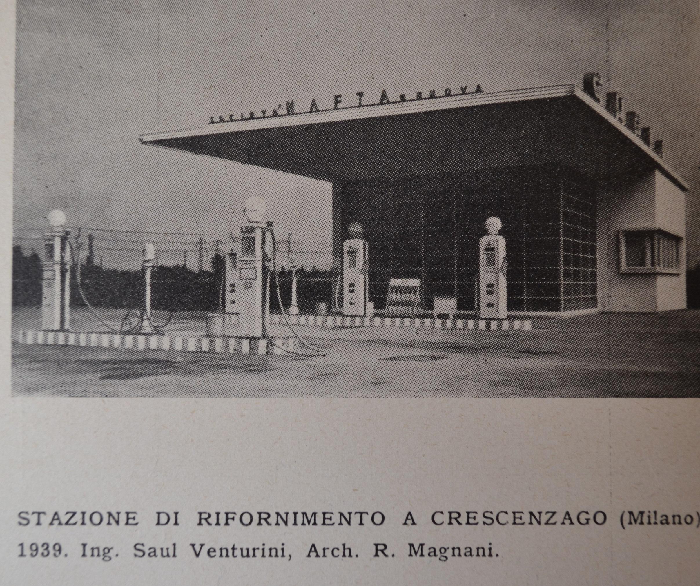 Crescenzago 1939 (presumibilmente Via Padova, Via Palmanova a Crescenzago ancora non esisteva, terminava a Ciminiano e proseguiva con il nome di Via Rottole). Area di servizio distributore carburanti per auto (le rare che transitavano in quel periodo). Fonte immagine: web museo Fisogni