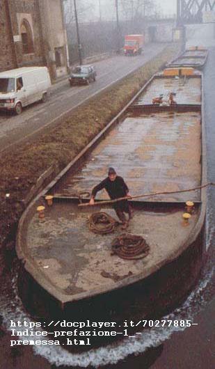 Barona 1979 circa, dal ponticello di San Cristoforo. Ultimi transiti dei barconi trasportanti sabbie e ghiaia. Dal 1980 tale forma di movimento terra e materiali da riporto venne definitivamente sospeso in sostituzione del movimento terra con autocarri.