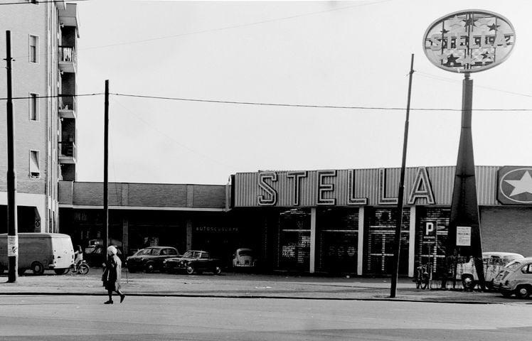 Corvetto-Mazzini (1970 circa). Piazza Angilberto II°. Supermercato Stella. Un centro vendita della identica catena di grande distribuzione esisteva, sempre nello stesso periodo, anche nel quartiere Barona in Viale Famagosta 16. (fonte immagine, pagina sociale Corvetto-Vintage).