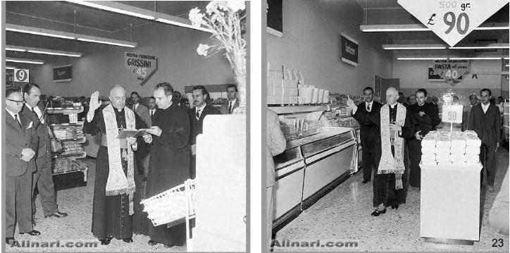 """Viale Regina Giovanna 1957. Nel periodo dei film """"Peppone e Don Camillo""""... la benedizione religiosa del primo giorno di attività del primo negozio """"Supermarket"""". (fonte immagine: web Reddit.com)"""