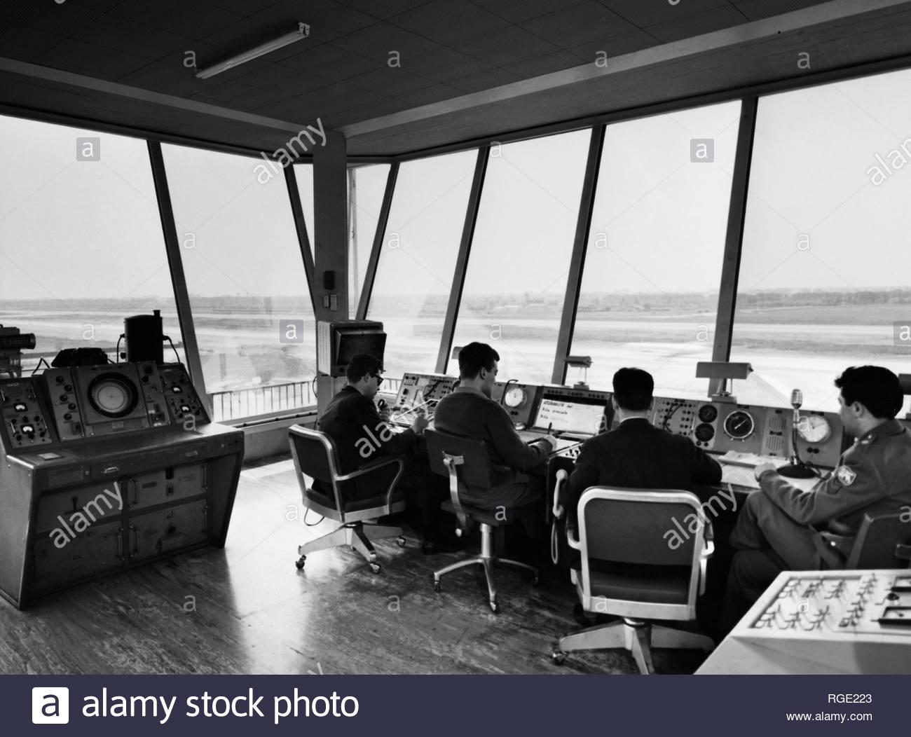 Torre di controllo traffico aereo Aeroporto di Linate, 1955 circa.