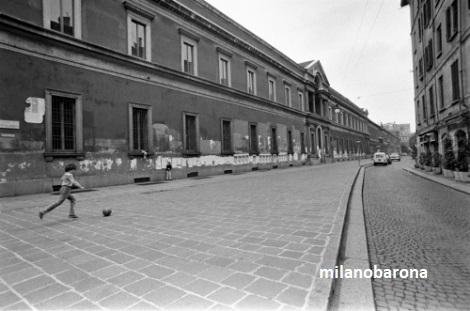 Milano 1983. Via Festa del Perdono. (fonte:thisisavintagewall.wordpress)