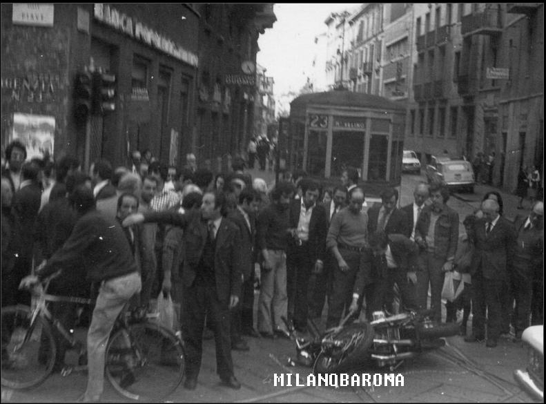 Porta Venezia Maggio 1973- Viale Piave all'incrocio con Via Nino Bixio. Incidente stradale.