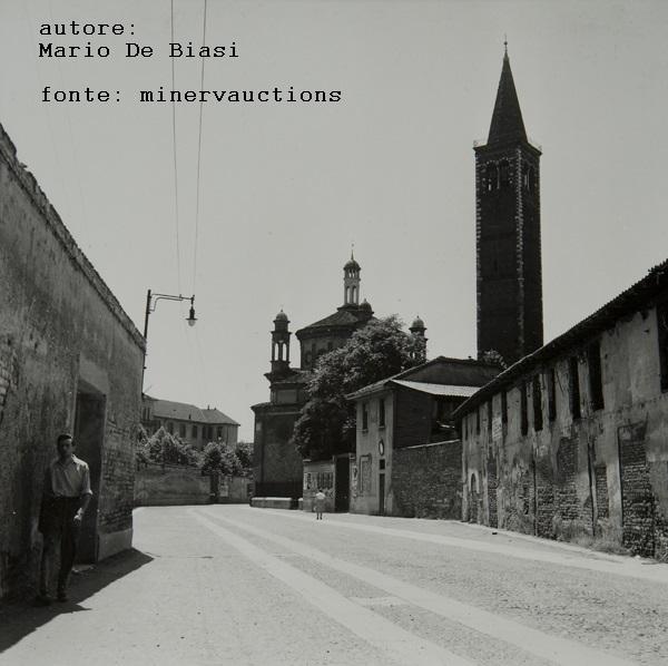 Milano 1950 circa. Ticinese, Via Santa Croce e il campanile della Basilica di Sant'Eustorgio.