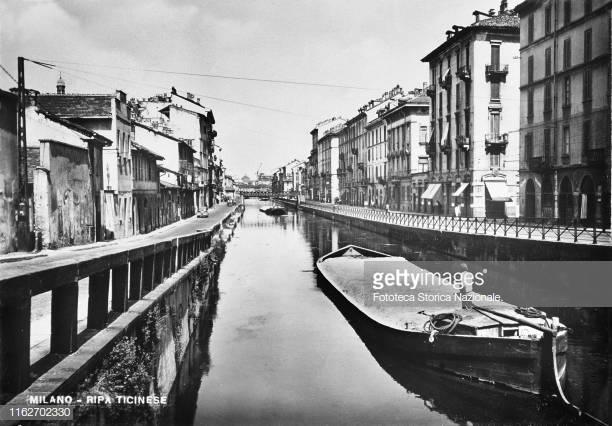 Milano Porta Genova Ticinese anni '30 del 900. Naviglio Grande e Ripa di Porta Ticinese ripresi dal ponte di Via Valenza.