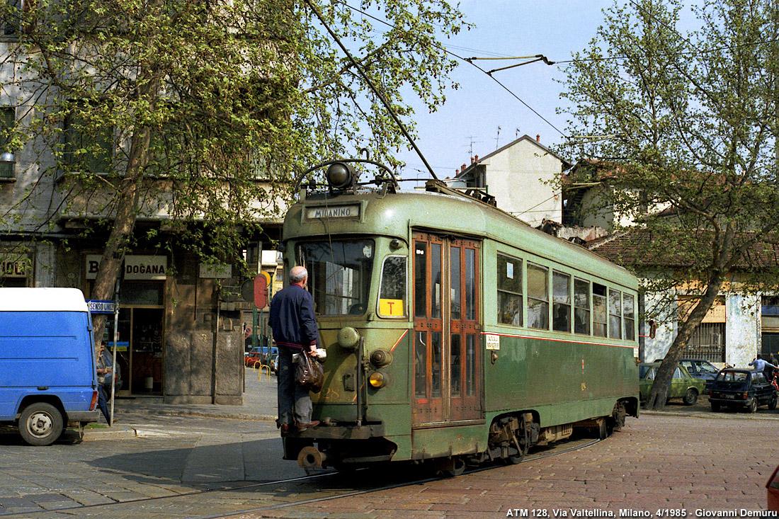 """Via Valtellina 1985, vettura tipo OMS 128, detta anche """"littorina"""". Fonte immagine stagniweb"""