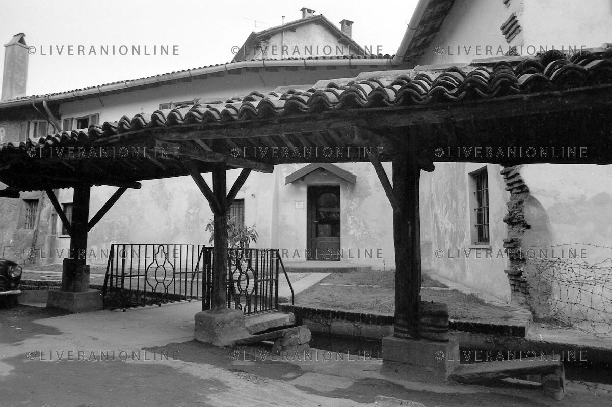 Milano Ticinese 1974. Vicolo dei Lavandai (agenzia fotogradica Aldo Liverani, dal web liveranionline).