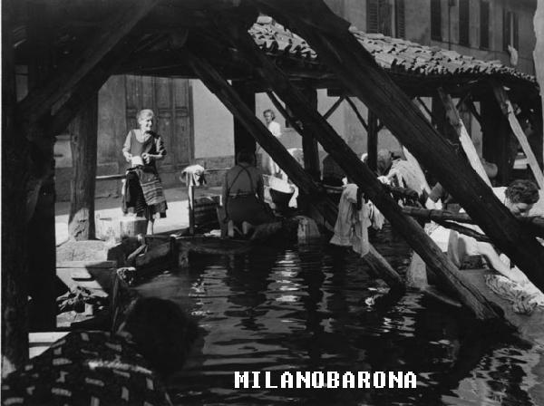 Porta Ticinese, anni '50 (immagine pdiva di datazione certa), Vicolo dei Lavandai. Autore Mario Cattaneo, fonte immagine: web Lombardia beni culturali