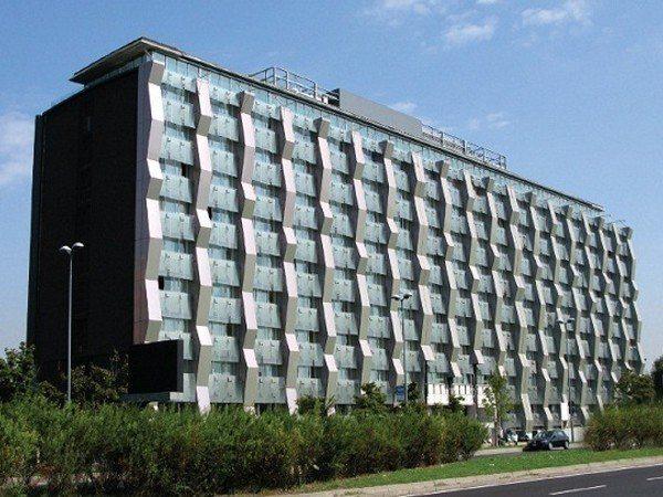 Palazzo Coop Lombardia di Viale Famagosta 75 (aspetto odierno).