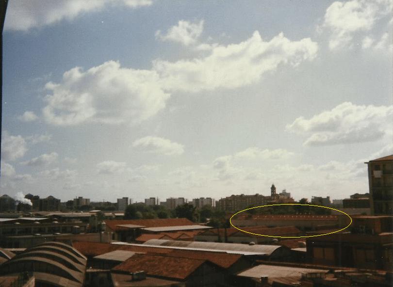 L'edificio industriale della CO-MA (evidenziato con l'ellisse gialla) era ancora esistente negli anni '90. Demolito negli anni 2000 per fare posto ad un condominio ed a una parte di concessionaria di auto sportive di lusso.